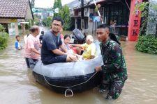 Tim Satgas Banjir Lantamal III Bantu Warga Terdampak Banjir - JPNN.com