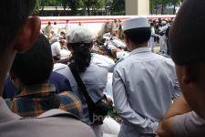 Usai Salat Asar Berjemaah, Massa FPI Melanjutkan Aksi - JPNN.com