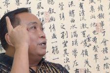 Arief Poyuono kepada Anies Baswedan: Dia Pikir Warga Jakarta Senang Lihat Tugu Sepatu - JPNN.com