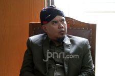 Ahmad Dhani Klarifikasi Foto Terbaring di Rumah Sakit - JPNN.com