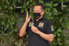 Bamsoet Kembali Serahkan Bantuan ke Sopir Taksi - JPNN.com