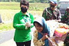 Mendadak Mbah Sumirah Didatangi Rombongan Istri TNI AD - JPNN.com
