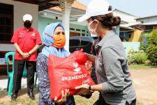 Salurkan Sembako di Ciputat, Grace Ajak Warga Selalu Peduli Sesama  - JPNN.com