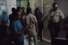 Suami di Penjara, Istri Malah Berbuat Asusila dengan PIL di Rumah, Digerebek Warga - JPNN.com