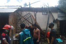 Rumah Warga di Lombok Tengah Tersambar Petir, Begini Jadinya - JPNN.com
