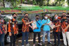 SAPMA Pemuda Pancasila Berbagi Beras dan Masker Kepada Masyarakat Terdampak Covid-19 - JPNN.com