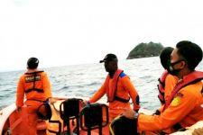 Saat Kapal Melaju, Seorang Penumpang Tiba-tiba Melompat ke Laut, Siapa Dia? - JPNN.com