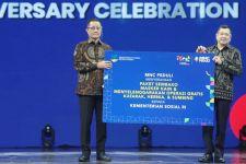 Harry Tanoe Serahkan Ratusan Paket Sembako ke Kemensos - JPNN.com