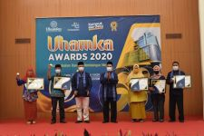 Peringati HUT ke-63, Uhamka Berikan Penghargaan Kepada Dosen dan Karyawan Berprestasi - JPNN.com