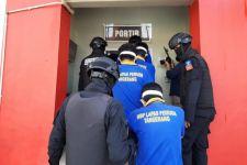 Dikawal Petugas Bersenjata Lengkap, 50 Napi Bandar Narkoba dari Aceh Dipindah ke Nusakambangan - JPNN.com