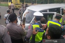Mobil yang Mengangkut 6 Santri Digeledah, Polisi Temukan Busur dan Anak Panah - JPNN.com