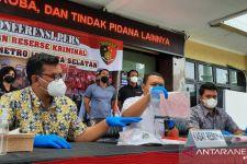Menginap di Petamburan, Lantas ke Polres Metro Jaksel, Membawa Senjata Tajam - JPNN.com