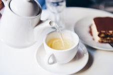 Waduh, Ini Lho 5 Bahaya Minum Air Lemon Hangat Setiap Hari - JPNN.com