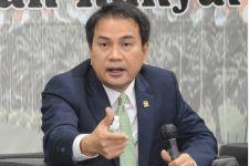 Keras, Azis Kecam Masuknya 153 TKA Tiongkok di Tengah Pelarangan WNA ke Indonesia - JPNN.com