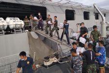 TNI AL Bagikan APD Untuk Korban Gempa Mamuju, Nih Penampakannya - JPNN.com