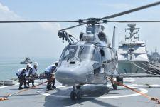 Tim Medis Mengevakuasi Pasien Pakai Helikopter dari Kapal Perang TNI AL, Mohon Doanya - JPNN.com
