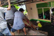 Astagfirullah, Habis Banjir Besar Terbitlah Rumah Ambles 2 Meter - JPNN.com