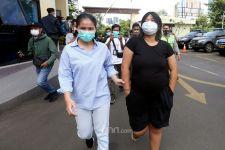 Perempuan Muda Begituan di Tempat Terbuka, Cuek, Waras Tidak sih? - JPNN.com