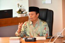 Jokowi Teken Perpres Dana Abadi Pesantren, Ini Catatan HNW - JPNN.com