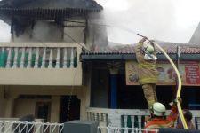 Alhamdulillah, Nenek Sinah Selamat dari Kebakaran Rumah di Ciracas - JPNN.com