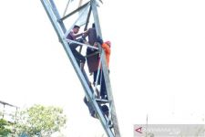 Balon Udara Tersangkut di Tower Listrik Ponorogo, PLN Jatim Gandeng Kodam Brawijaya - JPNN.com Jatim