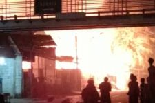 Kebakaran Hebat di Pulogadung, Kontrakan 50 Pintu, 6 Rumah, dan 10 Motor Ludes Terbakar - JPNN.com