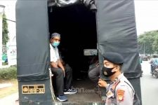 11 Pendukung Habib Rizieq di Depan PN Jaktim Diamankan Polisi - JPNN.com