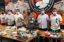 Polisi Bongkar Pabrik Tembakau Gorila di Jaktim, Tujuh Orang Ditangkap - JPNN.com