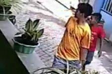Pria Berkaus Kuning Ini Berbuat Jahat Mengajak Bocah, Terekam CCTV, Siap-Siap Saja - JPNN.com
