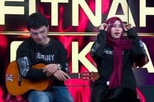 Dewi Perssik Tiduran di Paha Aldi Taher, Salsabilih Cemburu - JPNN.com