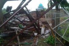 Inhil Diterjang Angin Puting Beliung, 16 Rumah Rusak dan Satu Bayi Tewas - JPNN.com
