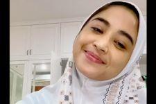 Unggah Video Mengaji, Dewi Perssik Malah Banjir Kritikan - JPNN.com