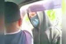 Inilah Pria Bersajam Pelaku Pungli Sopir Angkot yang Viral di Medsos, Lihat - JPNN.com