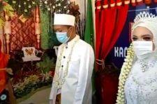 Pasangan Pengantin Ini Rela Menghentikan Resepsi demi Menyanyikan Lagu Indonesia Raya - JPNN.com