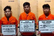 Lihat, Inilah Tampang Tiga Pencuri Motor dari Parkiran Masjid Miftahul Jannah - JPNN.com