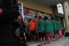 Simpan Narkoba di Tangki Mobil, Pasutri Pasrah saat Disergap Polisi di Jalan - JPNN.com