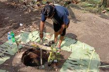 Saat Kerja Bakti, Warga Menemukan Sumur, Heboh, Konon... - JPNN.com