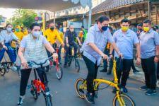 Dorong Sepeda Karya Anak Bangsa Tingkatkan Produksi, Airlangga: Ini Luar Biasa, Pembeli Harus Tunggu 45 Hari - JPNN.com