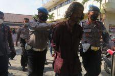 Pria Bergolok Menyerang Mapolresta Yogyakarta, Memukul Pagar, Memaki Polisi - JPNN.com