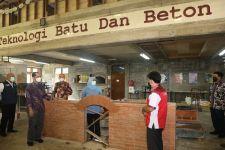 Gubernur Khofifah Minta Guru SMK bisa Memahami Konstruksi Bangunan Tahan Gempa - JPNN.com