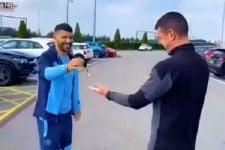 Staf Manchester City Jual Mobil Hasil Pemberian Sergio Aguero - JPNN.com