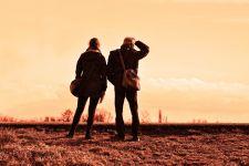 6 Tanda Pasangan yang Tinggal Jauh dari Anda Berselingkuh - JPNN.com