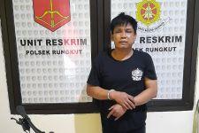 Dwi Mendengar Suara Aneh, Mengintip dari Jendela, Langsung Duel di Rungkut Surabaya, Gempar - JPNN.com