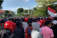 Ratusan Masyarakat Madura Geruduk Pemkot Surabaya - JPNN.com