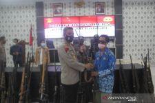 Suku Anak Dalam di Merangin Serahkan Senjata Api Rakitan - JPNN.com