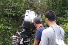 Hindari Kawanan Kerbau, Innova Nyungsep ke Jurang, Lihat Kondisinya - JPNN.com