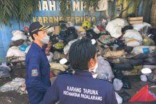 Peduli Lingkungan, Karang Taruna Citra Pemuda Gandeng Masyarakat Olah Sampah Jadi Pupuk Kompos - JPNN.com