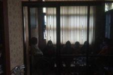 7 Gadis ABG Berbuat Aksi Tak Terpuji di Salah Satu Rumah, Korbannya PR - JPNN.com