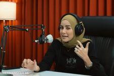 Jawaban Olla Ramlan Soal Kemungkinan Lepas Hijab - JPNN.com