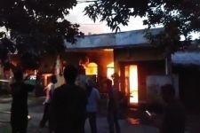Kebakaran 4 Rumah dan 15 Kamar Indekos di Jaktim, Petugas Damkar Mendapat Kendala - JPNN.com